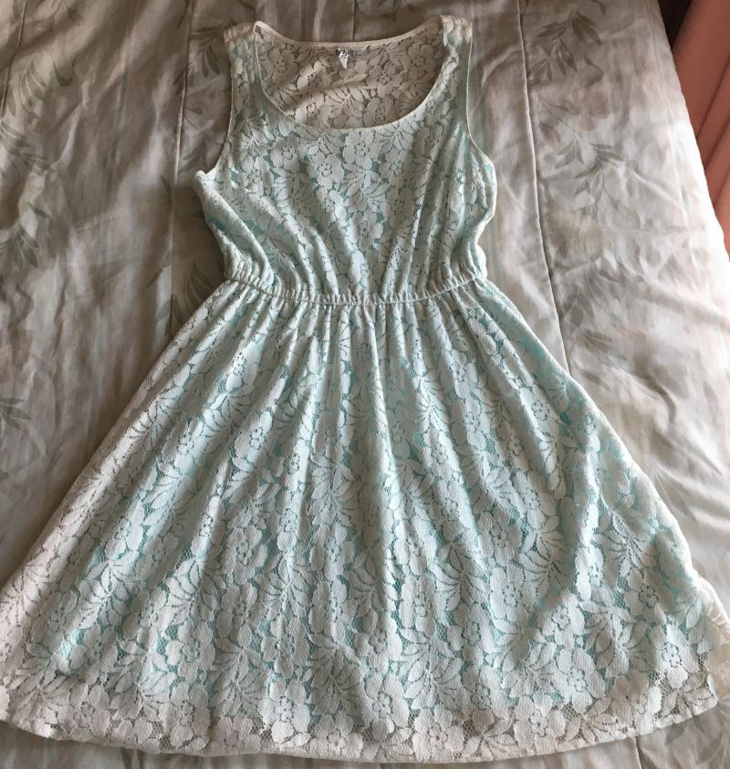 Preloved H&M Sleeveless White Lace Dress with Turquoise Lining
